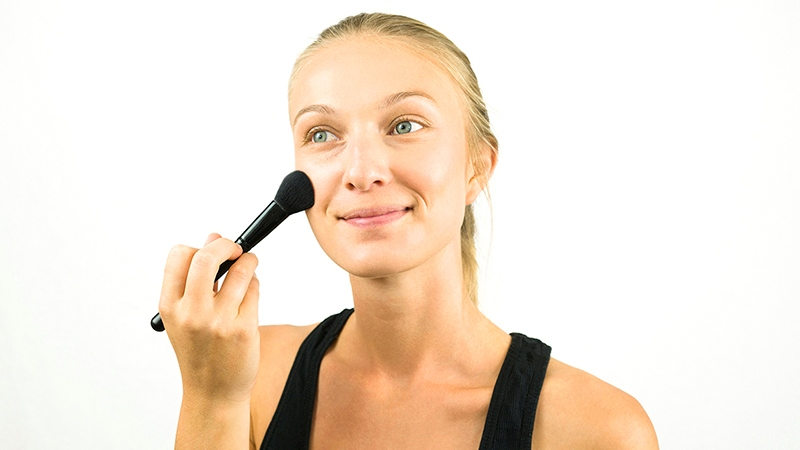 Instructions on How to Apply Mineral Make Up Correctly